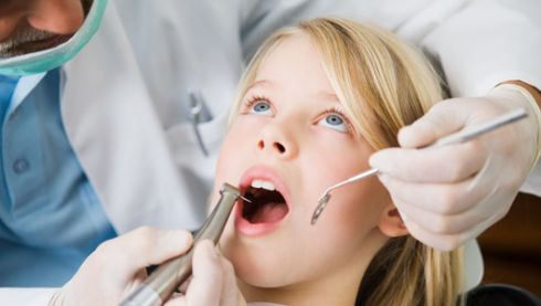 Girl_and_dentist